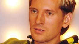 Spevák Miro Jaroš na zábere z roku 2004 počas prvého ročníka speváckej šou Superstar.