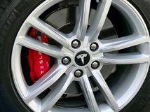 Tesla 3 - brzdy
