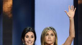 Courteney Cox (vľavo) a Jennifer Aniston
