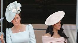 Kate, vojvodkyňa z Cambridge, vpravo jej švagriná Meghan, vojvodkyňa zo Sussexu.