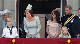 Zľava: Vojvodkynňa z Cornwallu Camilla, vojvodkyňa Kate z Cambridge, vojvodkyňa zo Sussexu Meghan a princ Harry.