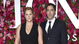 Herečka Amy Schumer a jej manžel Chris Fischer prišli spoločne.