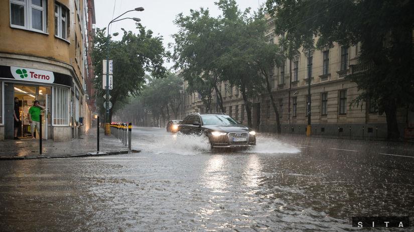 Silná búrka v hlavnom meste