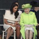 Britain Kráľovná Alžbeta II. a vojvodkyňa Meghan zo Sussexu spoločne veselo žartovali.
