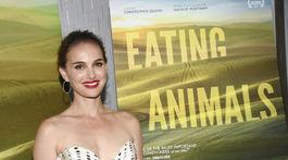 65cd4c333f86 Krásna Portman v bodkách! Je jej tajomstvom vegetariánstvo
