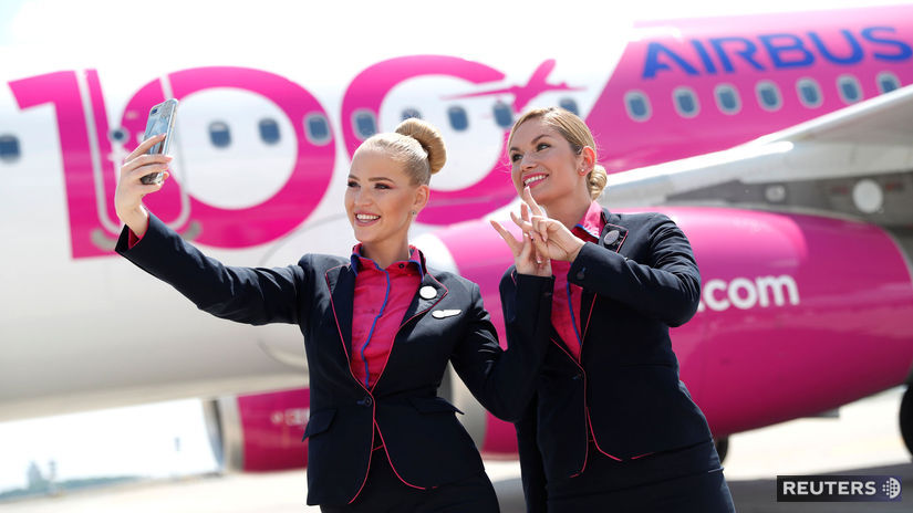 Wizz air, letušky, lietadlo, selfie,