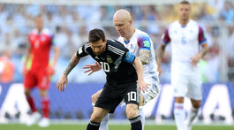 Lionel Messi, Emil Hallfredsson