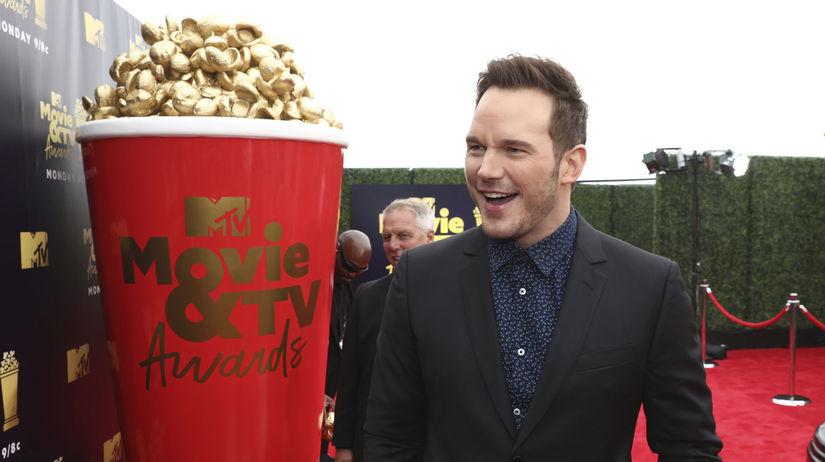 Herec Chris Pratt prichádza na vyhlásenie cien...