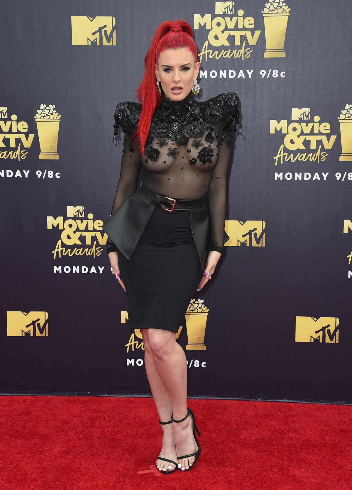 0e1b92d2ec70 Móda hviezd na cenách MTV  Kardashianka či Munn