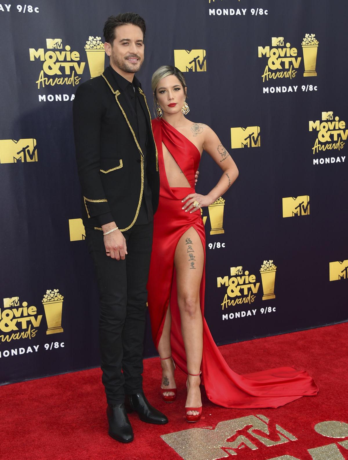 b209238595ff Televízna a internetová hviezda Kim Kardashian West v kreácii Atelier  Versace. Herec Michael B. Jordan. Raper G- Eazy a jeho priateľka - speváčka  Halsey.