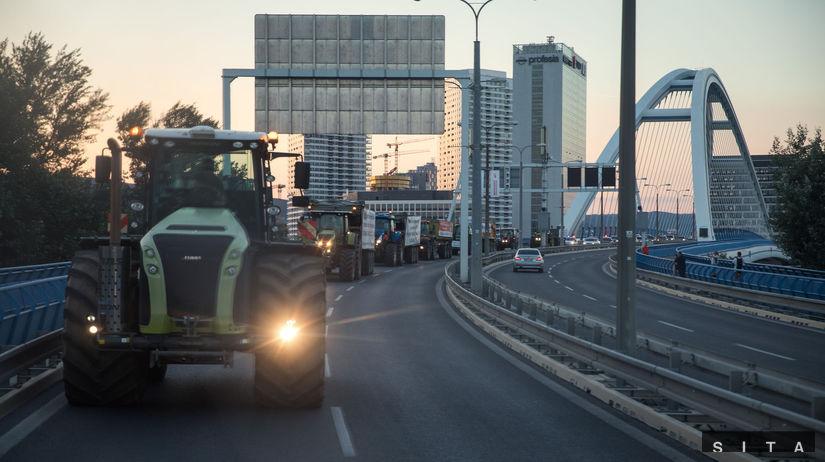 Farmári na traktoroch v Bratislave