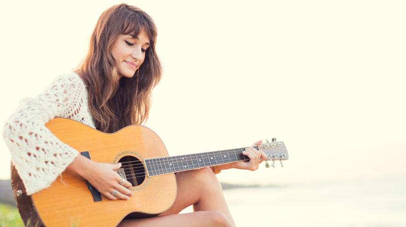 gitara, žena