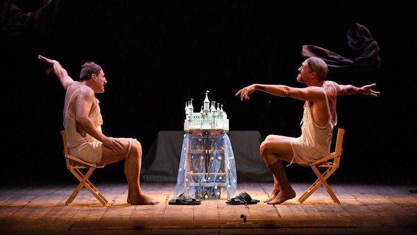 Záber z predstavenia Zodratá z kože.