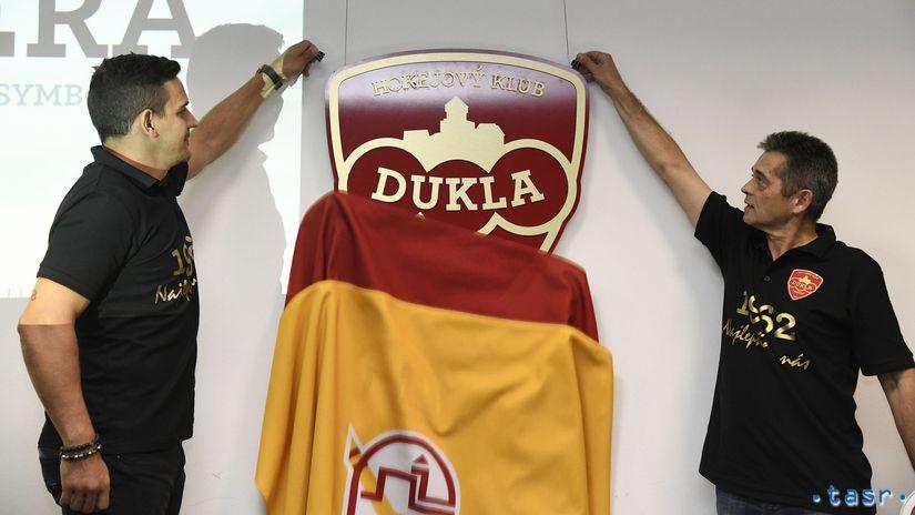 Dukla Trenčín, logo
