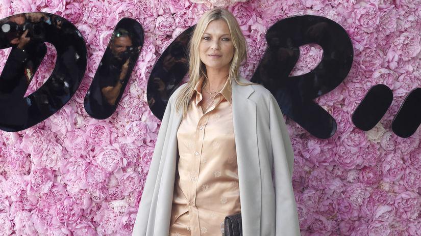 Modelka Kate Moss pózuje spoločne pred...