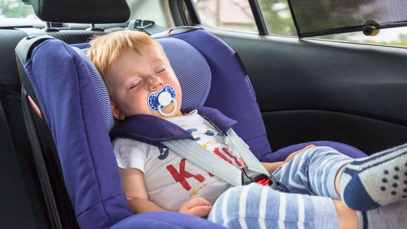 dieťa v aute, autosedačka