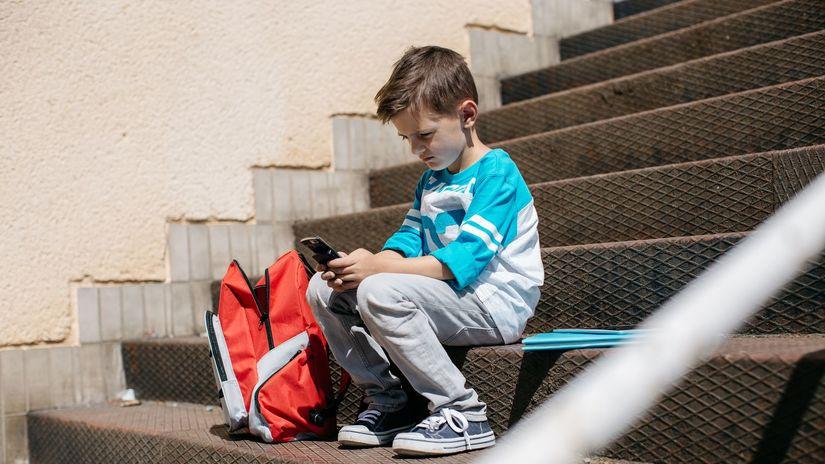 dieťa, telefón, školák, žiak, smartfón