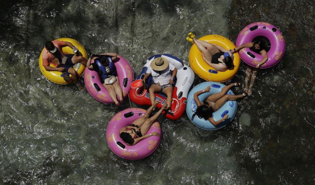 Texas, leto, kúpanie, kolesá, rieka