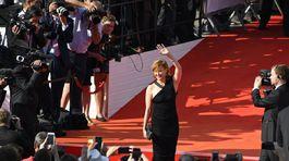 Herečka Jitka Schneiderová v šatách Tom Ford.