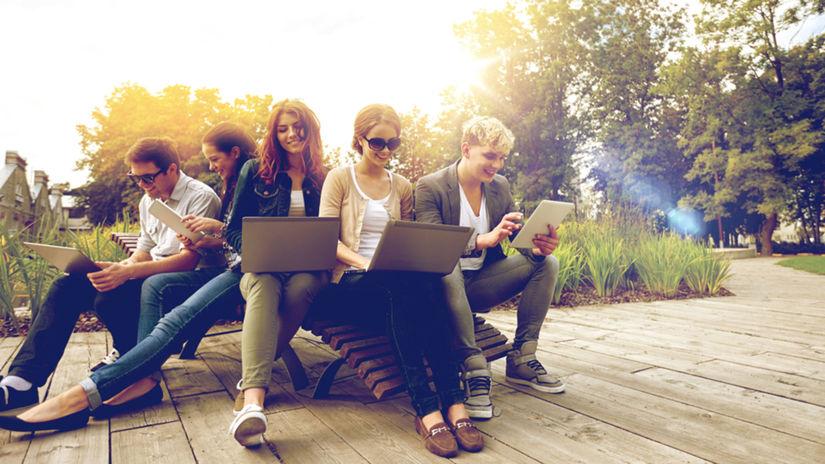 študenti, skupina, mladí ľudia