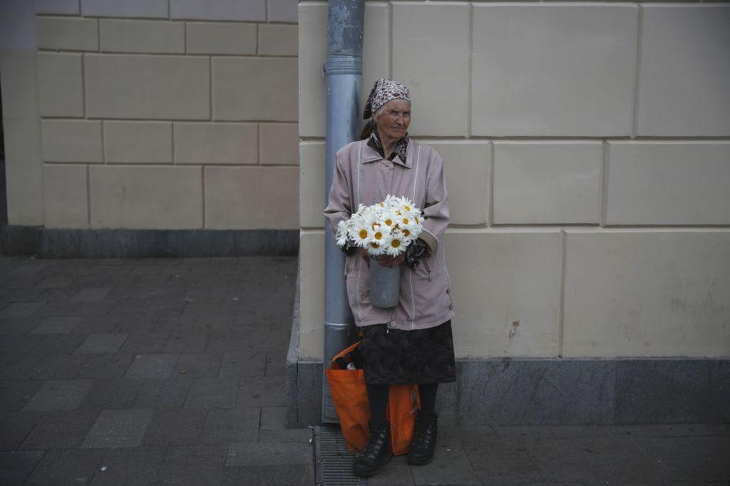 Rusko, babička, starenka, dôchodkyňa, predaj, kvety