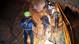 Thajsko jaskyňa futbalisti záchrana začiatok