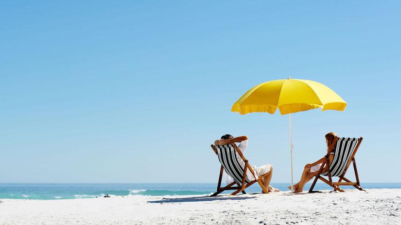 leto, pláž, more, dovolenka, slnečník, relax, piesková pláž, piesočná, cestovanie, ležadlo, dvojica,