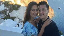 Mesut Özil, Amine Gülse