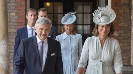 Britain Michael a Carole Middletonovci, rodičia vojvodkyne Kate odchádzajú z krstu najmladšieho vnúčaťa - princa Louisa.