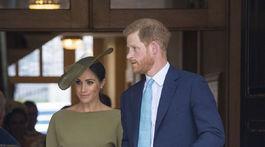 Princ Harry a jeho manželka Meghan, vojvodkyňa zo Sussexu (v kreácii Ralph Lauren).