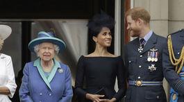 Zamilované úsmevy princa Harryho a jeho manželky Meghan aj po boku kráľovnej Alžbety II.