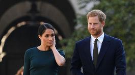 Príchod princa Harryho a vojvodkyne Meghan do Írska sa niesol v znamení decentných šiat Givenchy krásnej vojvodkyne.