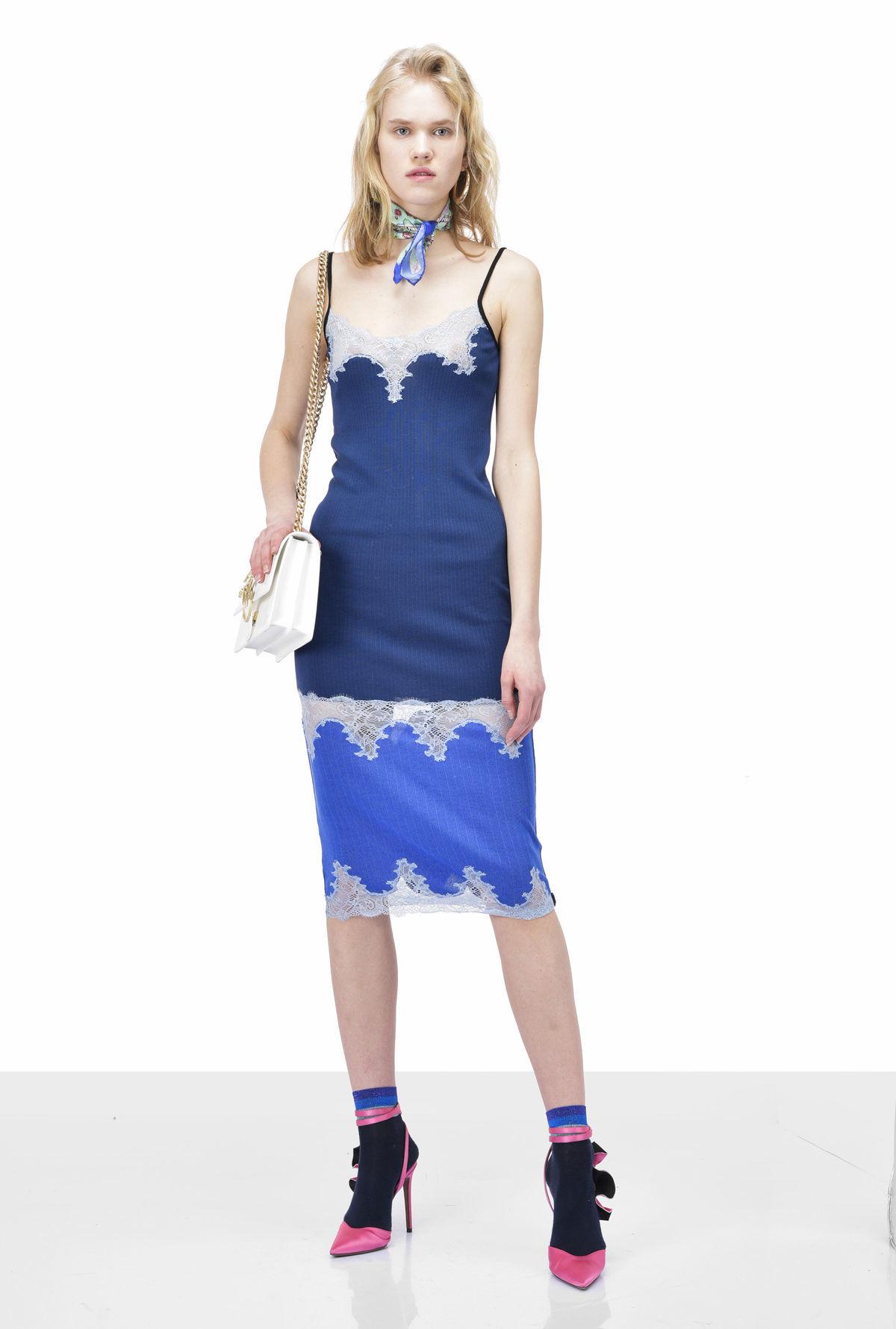 9e785059ef Zvodná ako v negližé  Aj toto sú šaty leta 2018