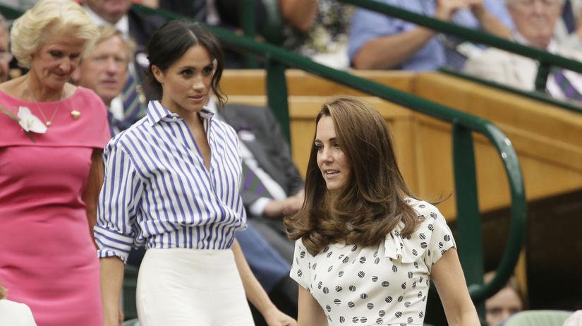 Vojvodkyňa Kate z Cambridge (vpredu) a jej...