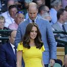 Britský princ William a jeho manželka Kate, vojvodkyňa z Cambridge sledujú zápas mužského finále Novaka Djokoviča a Kevina Andersona.