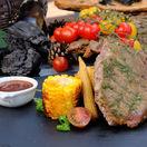 Roštenka s grilovanou kukuricou a BBQ omáčkou