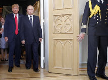 Slabý a ponížený. Tak vyzeral Trump vedľa Putina, píše Time