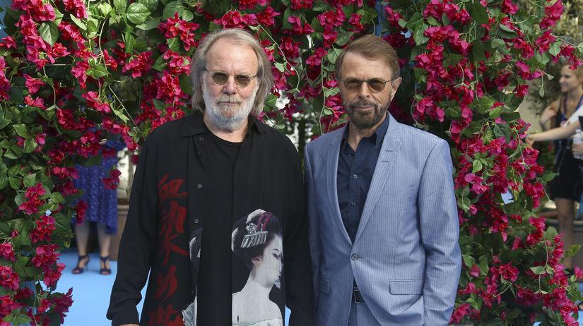 Členovia skupiny ABBA - Benny Andersson (vľavo)...