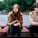 Jessica Barden a Alex Lawther v seriáli The End of the F...ing World.