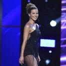 Herečka Kate Beckinsale prichádza odovzdať jednu z cien.