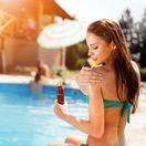 leto, dovolenka, bazén, cestovanie, opaľovanie, krém, slnko, faktor