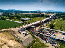 VIDEOKOMENTÁR: Diaľnicu na východe postavia aj po zosuve pôdy