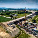 Diaľničný obchvat Košíc premostí Torysu. Pozrite si video z výstavby