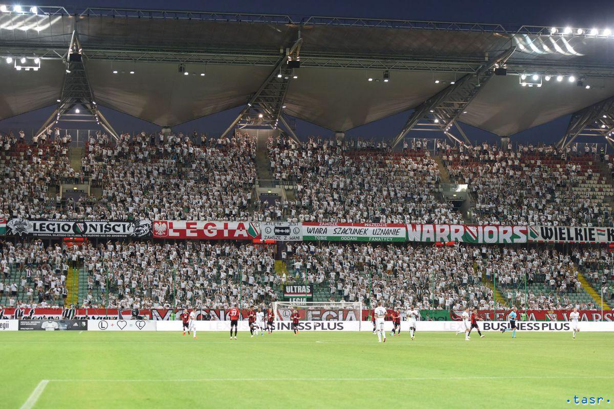 8032d678b8 Fanúšikovia Legie počas prvého zápasu 2. predkola Ligy majstrov vo futbale  medzi Legia Varšava -