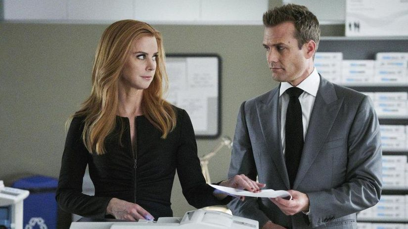 suits, kravaťáci, harvey, donna,