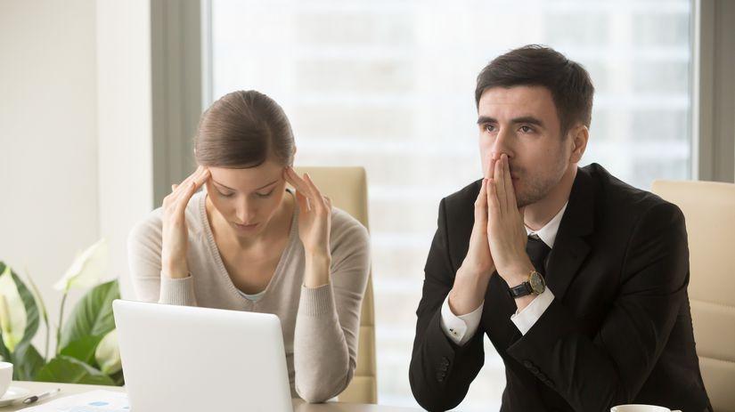 žena, muž, pár, starosti, hypotéka, účty