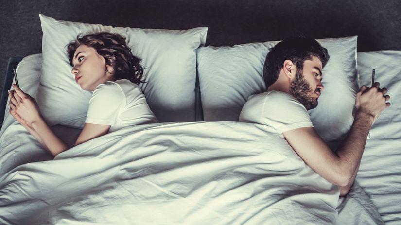 muž, zena, postel, sexting,