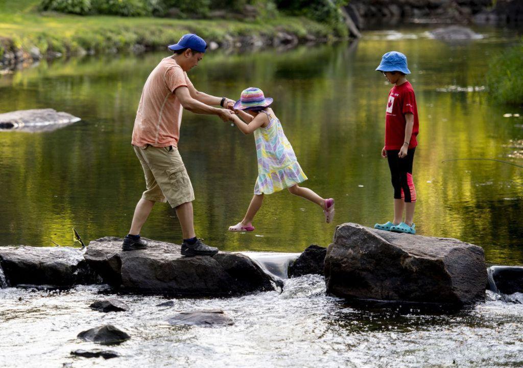 turistika, hory, dovolenka, deti, otec, rodina, rieka,