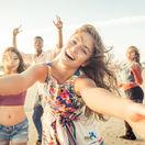 leto, smiech, pláž, dovolenka, párty, smiech, cestovanie, mladí, mládež