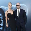Modelka a herečka Rosie Huntington-Whiteley sprevádzala na premiére filmu svojho partnera Jasona Stathama.